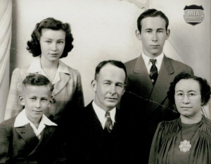 JR and family 1941 b